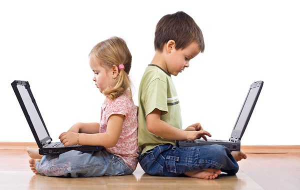 teknoloji ile uyum sağlama, teknolojiye ayak uydurma, teknolojik hayata adapte olma